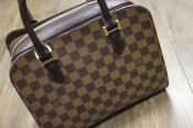 LOUIS VUITTON ダミエ トリアナ入荷しました
