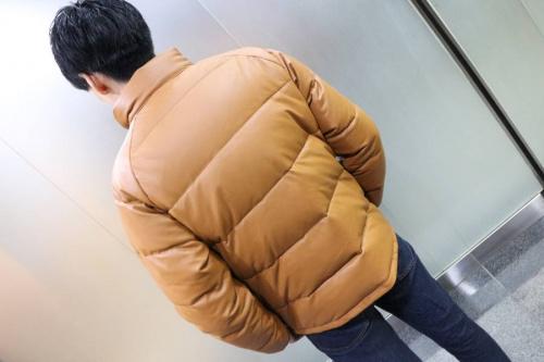 トップスのダウンジャケット
