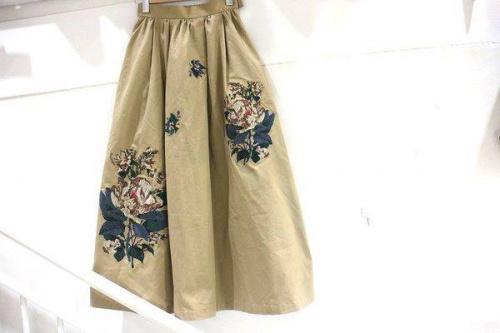刺繍のスカート