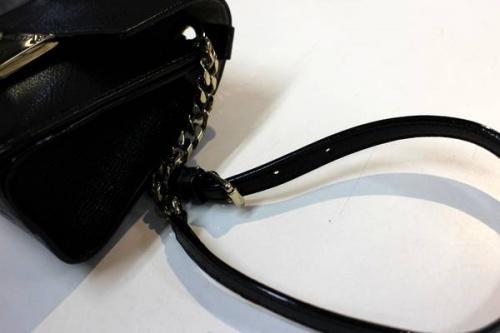 ショルダーのバッグ