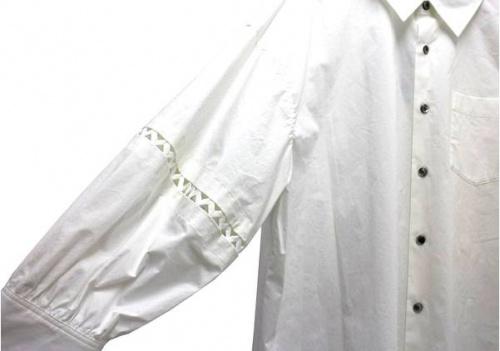 シャツのバルーンスリーブ