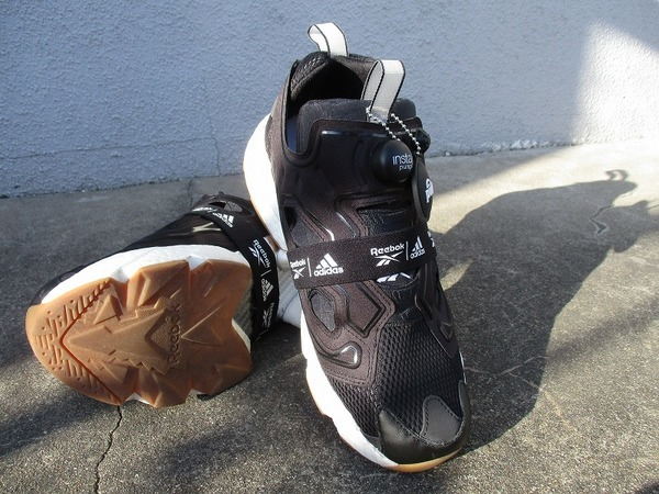 「スニーカーのreebok × adidas 」