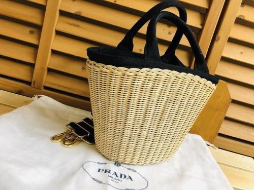 プラダのウィッカー&キャンバス バスケットバッグ