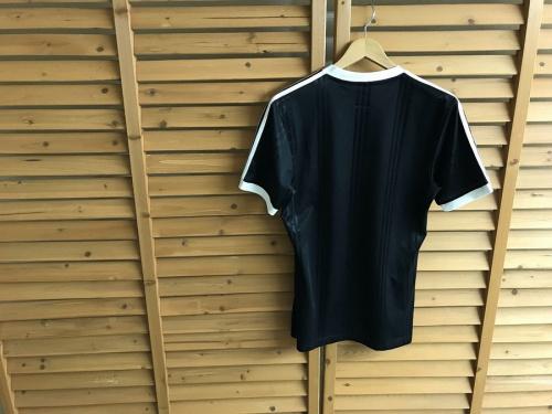 アディダス×ゴーシャラブチンスキーのTシャツ