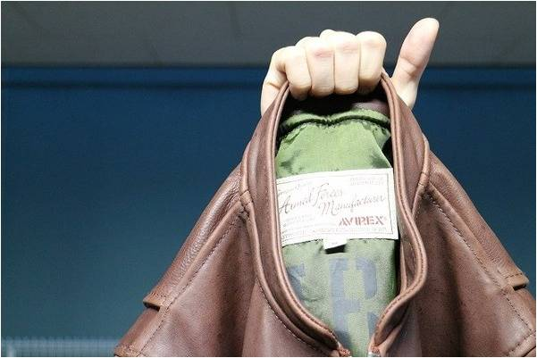 「アヴィレックスのレザージャケット 」