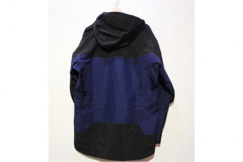 アークテリクスのTheta AR Jacket