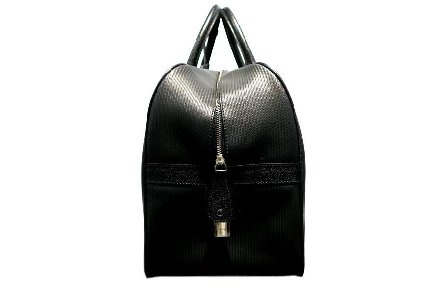 ボストンバッグのトラベルバッグ