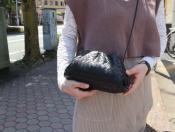 【BOTTEGA VENETA / ボッテガベネタ】流行の小ぶりなショルダーバッグ入荷しました。