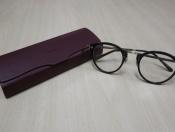 【OLIVER PEOPLES/オリバーピープルズ】ベーシックな着こなしを大人らしくする眼鏡。