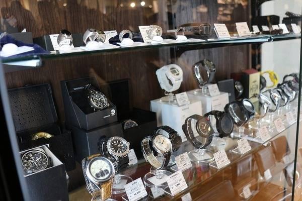 「これいつ着るの?」が売り時です!年末のお片付けはバッグも靴も時計も買取大歓迎です!【トレファクスタイル尼崎店】