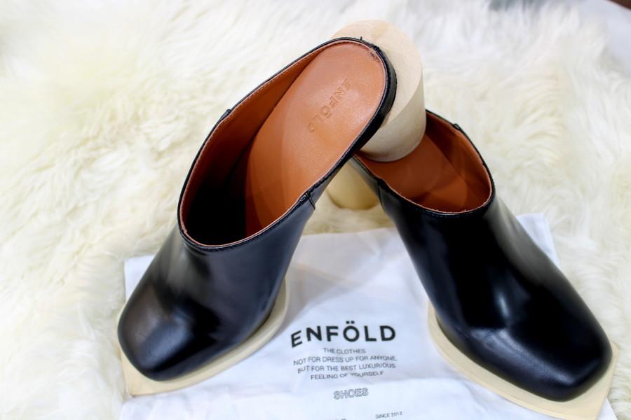 【ENFOLD(エンフォルド)】体のフォルムをあえて隠し創り上げる造形的なフォルム