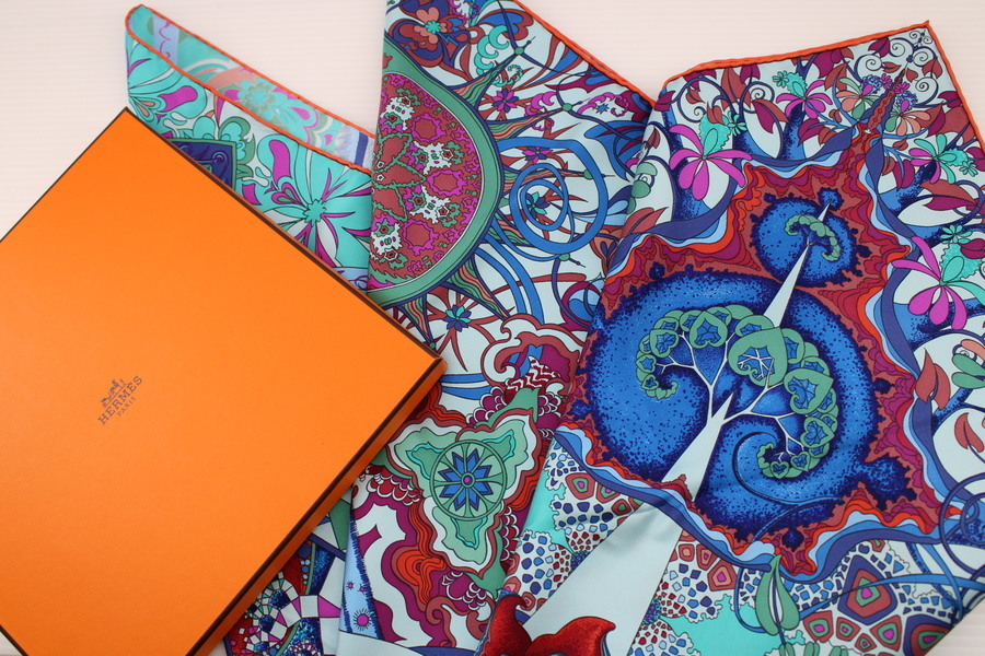 芸術品【無限の陶酔】HERMES/エルメス、カレ90スカーフ・L'ivresse de L'infini