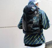 ハテナのデザインが目を惹く、人気バックパックが入荷です。