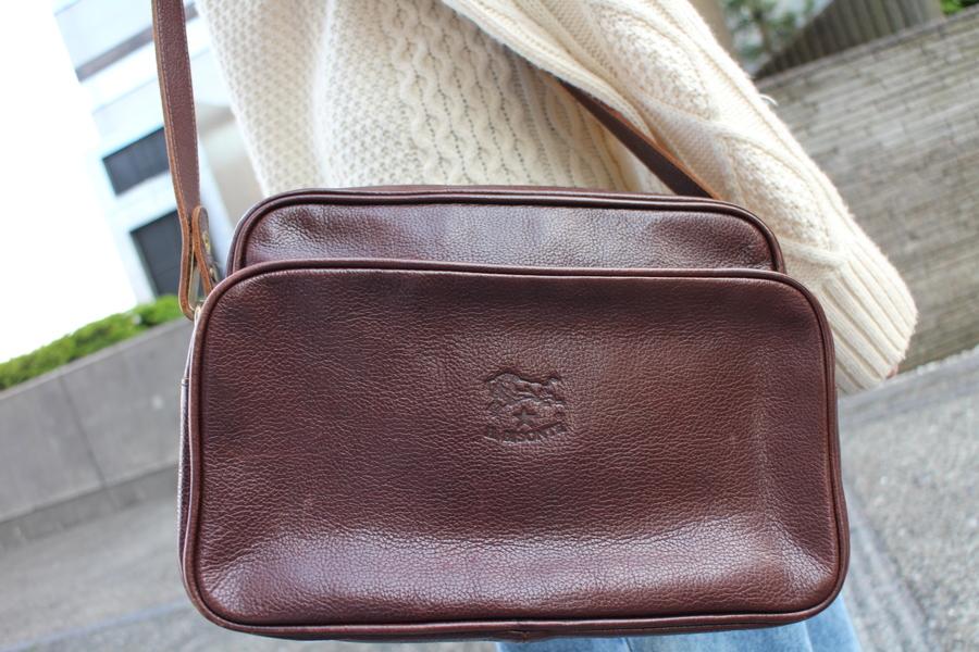 イルビゾンテのレザーショルダーバッグ