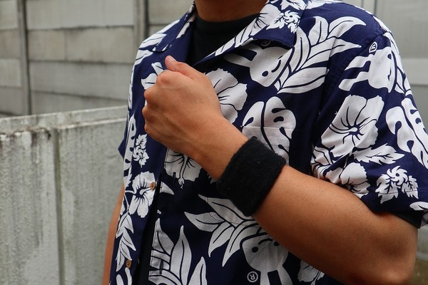 【CUNE】【KU10EM54】アロハシャ・・・よくみるとウサギ!? シンプル&シュールが魅力引き立つキューンのアロハシャツ!!