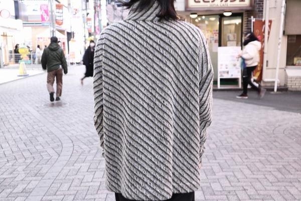 アティムウールハイネックニットのAtim Sweater