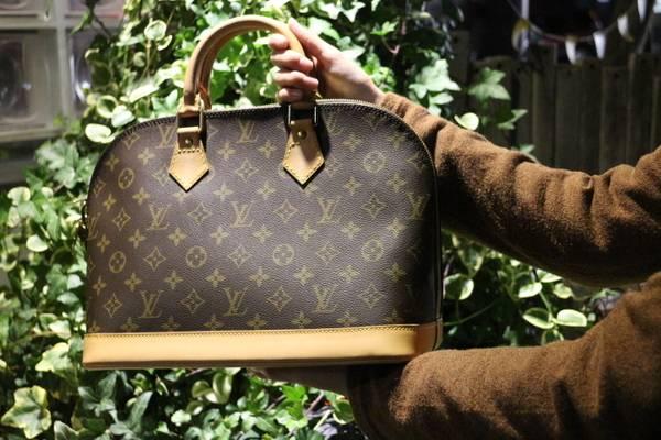 「ルイ ヴィトンのハンドバッグ 」