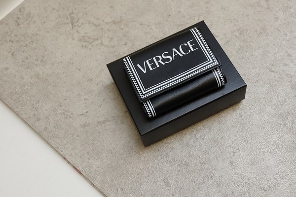 VERSACE のヴェルサーチ