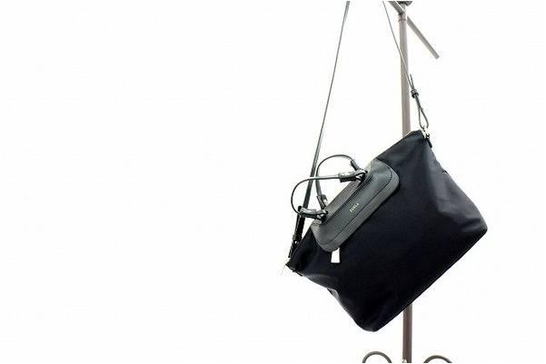 「バッグのフルラ 」