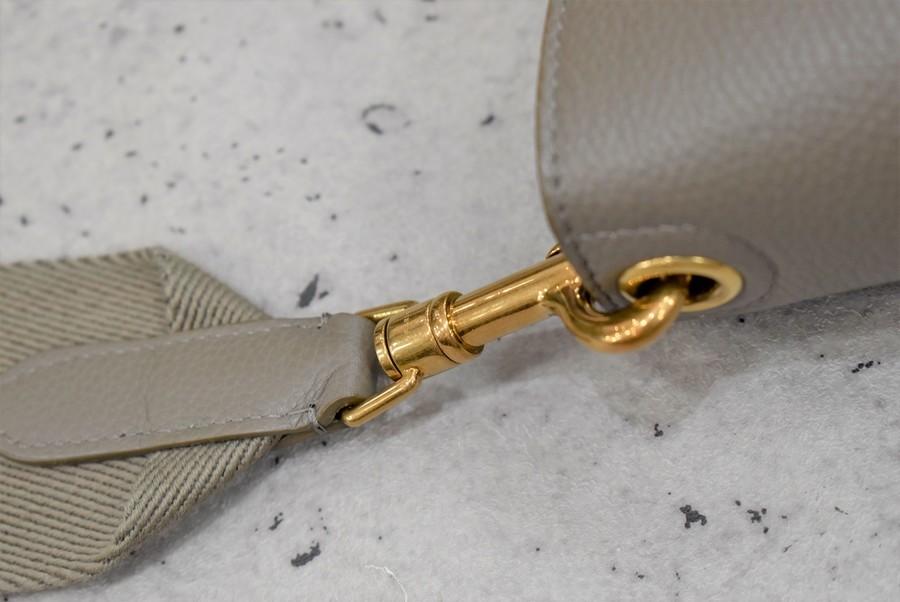 トロッターコンパクトミディアムショルダーバッグのサングルバケットスモールショルダーバッグ