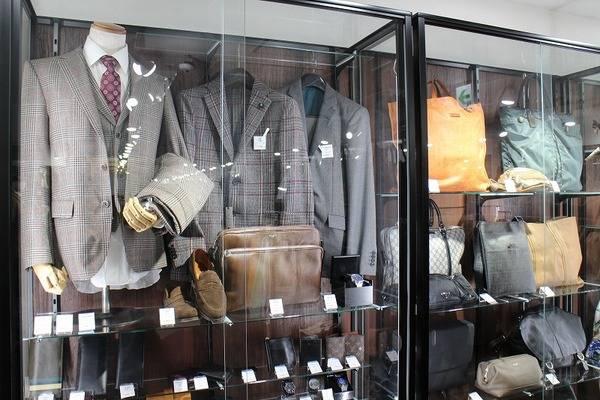 「スーツのドレカジ 」