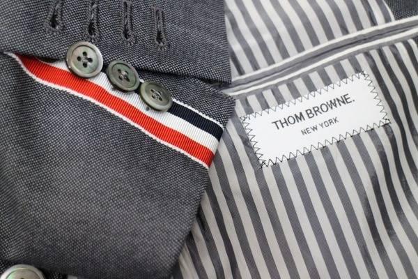 「トムブラウンのスーツ 」