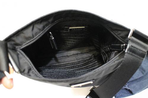 ナイロンのバッグ