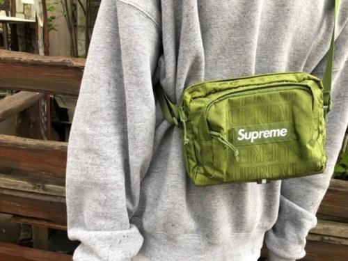 シュプリームのバッグ