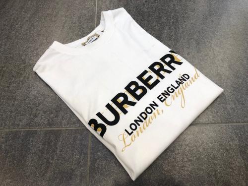 バーバリーのロゴTシャツ
