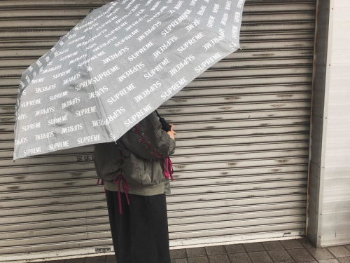 シュプリームの傘