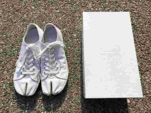 メゾンマルジェラの足袋ペイントスニーカー