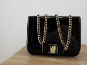 Salvatore Ferragamoから18AW上品な輝きのパテントバッグ入荷しました。