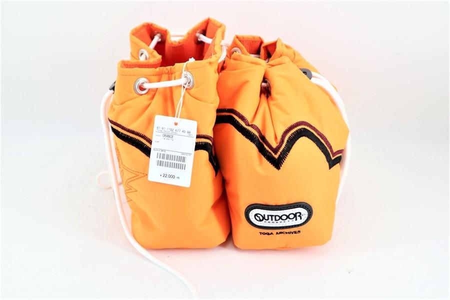トーガ×アウトドアプロダクツの巾着バッグ