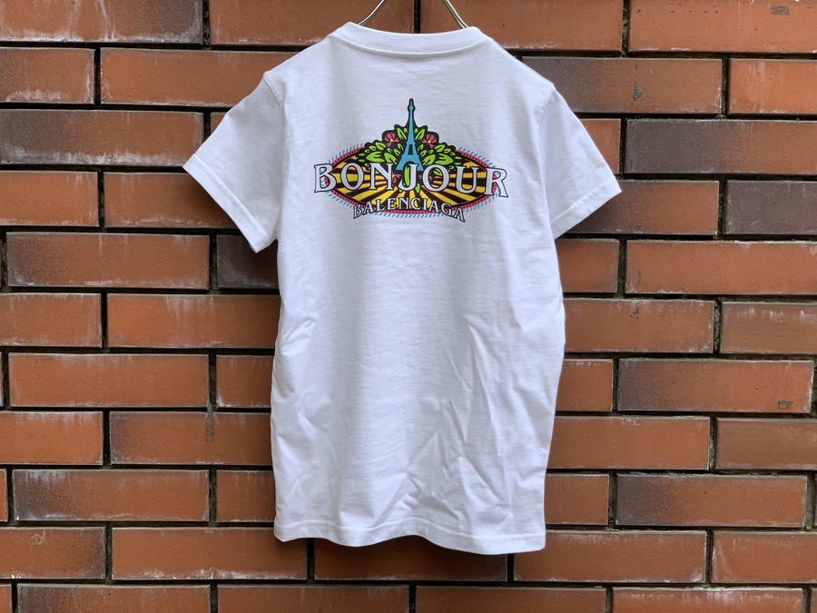 バレンシアガのボンジュールTシャツ