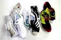 「adidasのスニーカー 」