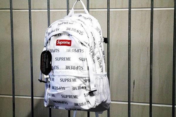 「SUPREMEのバックパック 」