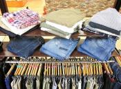 旬のハーフパンツだけでなく、シーズン問わず定番のデニムパンツ大量入荷しております!