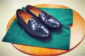 夏場の足元に、英国靴の高品質コインローファーを!