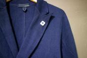 【LARDINI(ラルディーニ)】アイコニックなブートニエールを携えた春ジャケット