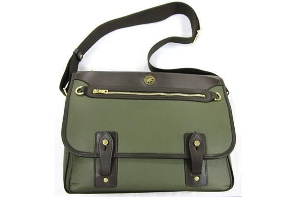 「ハンティングワールドのバッグ 」