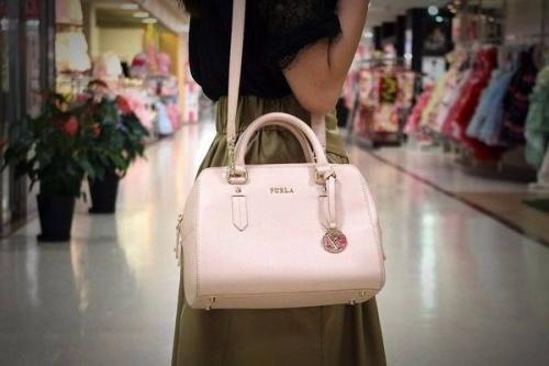 FRULAのバッグ