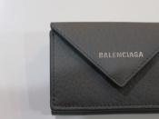 【BALENCIAGA/バレンシアガ】のペーパーミニレザーウォレット入荷いたしました。