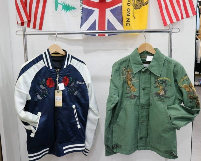 「DEUS EX MACHINAのスーベニアジャケット 」