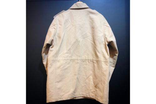 オーラリーのフィールドジャケット