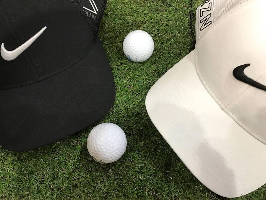 「ゴルフのスポーツ 」