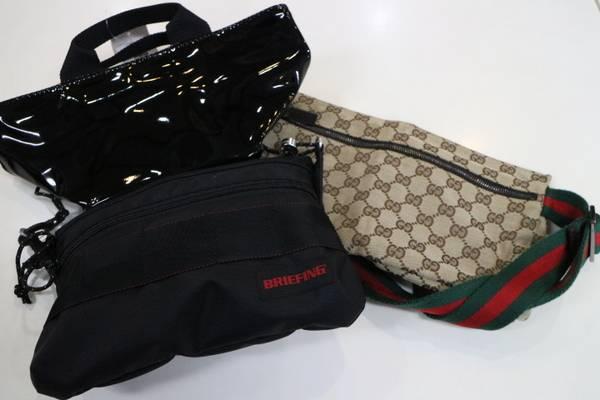 今季はとことんスモールバッグでコーディネートにメリハリを。【トレファクスタイル三鷹店】