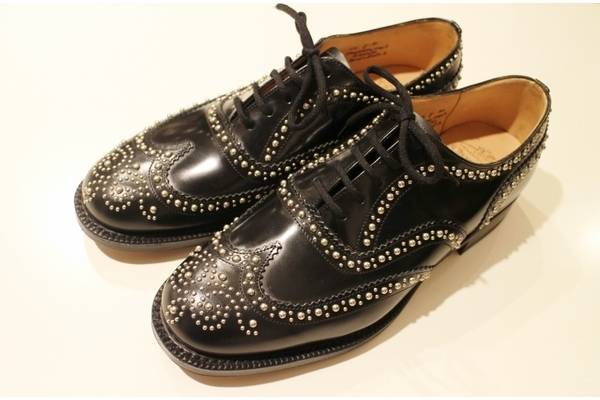 モードな服装はもちろんばっちりですが、格式高い【Church\u0027s(チャーチ )】・・・デニムやチノパンなどカジュアルな服装にもあわせられるなど守備範囲の広さもこの靴の