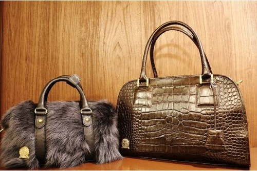 レディースのバッグ