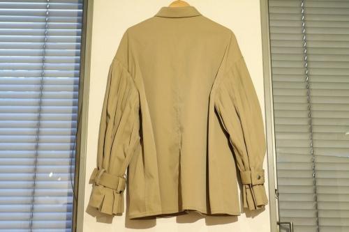 シロイの袖プリーツジャケット