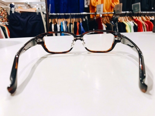 フォーナインズのメガネ